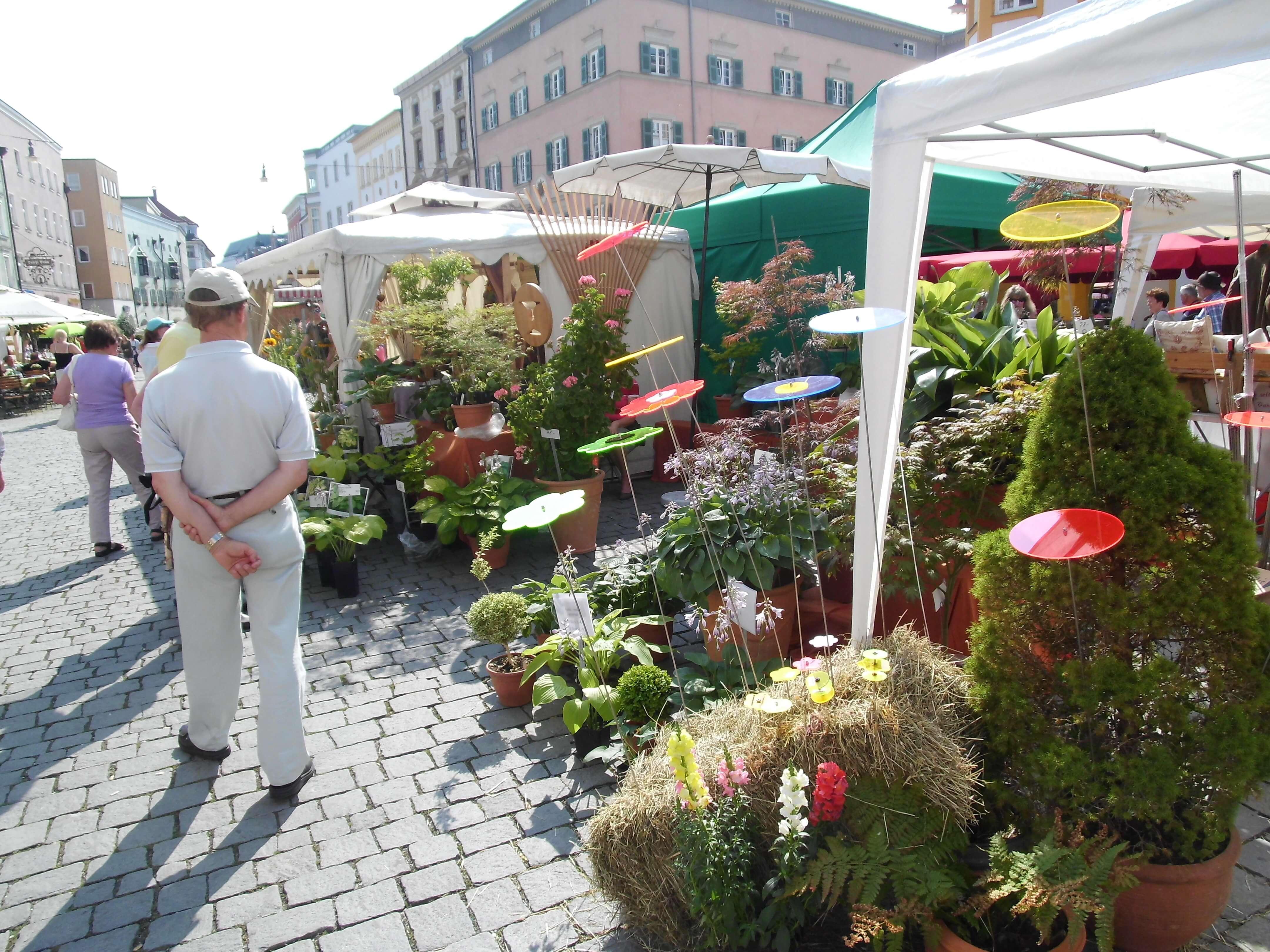 Blumen U Gartenmarkt Mit Antik Trödelmarkt Am Sonntag City